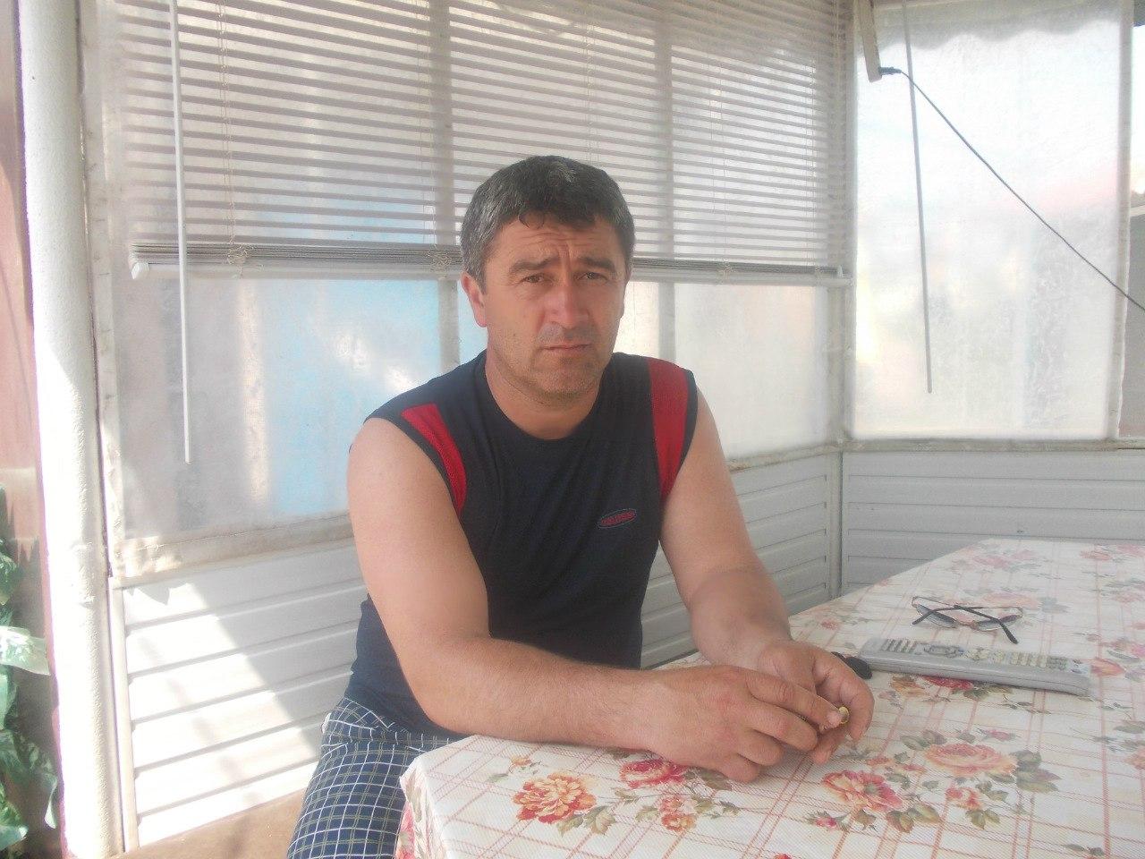 Фото клиента оставившего отзыв о натяжных потолках