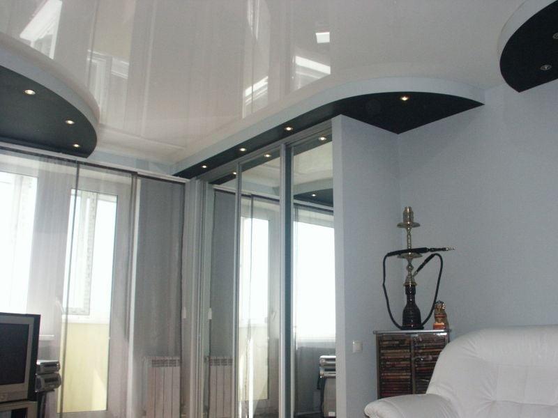 Глянцевые натяжные потолки белого цвета
