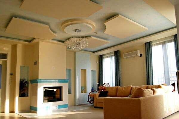Многоуровневые натяжные потолки в зале, гостиной