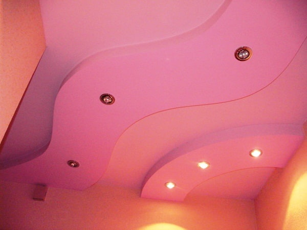 Натяжные потолки с точечным освещением